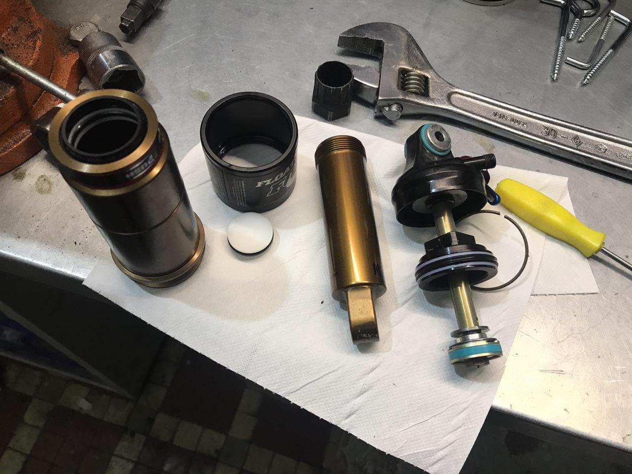 Ремонт заднего амортизатора на велосипеде (4)