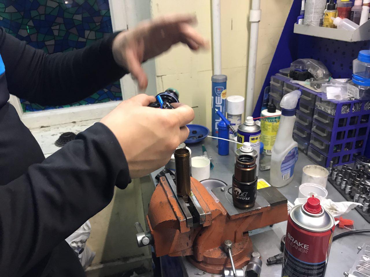 Ремонт заднего амортизатора на велосипеде (5)